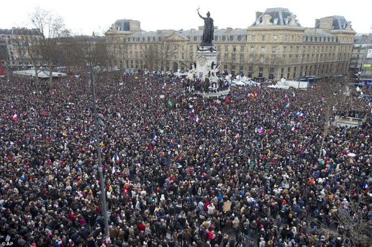 A wonderful unity moment-based entirely on an illusion. Paris, January 11th,2015.