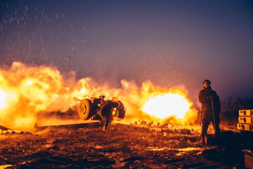 Novorussian artillery fire near Debaltseve.