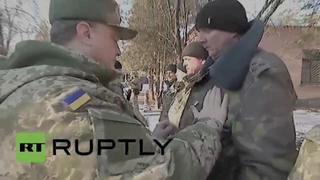 When all else fails... Poroshenko pins the Medal of Ukraine on the chest of the Ukraine Commander in Debaltseve.