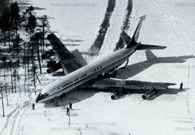 KAL902 makes a rough landing on a frozen lake in April 1978.