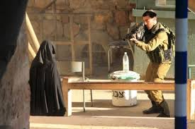 It is perfectly clear from this image Hadeel al-Hashlamoun was no threat to the soldier, nor is there any sign of a knife.