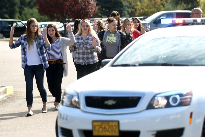Students, staff and faculty are evacuated from Umpqua Community College in Roseburg, Ore. Thursday, Oct. 1, 2015, after a deadly shooting. (Michael Sullivan/The News-Review via AP) MANDATORY CREDIT