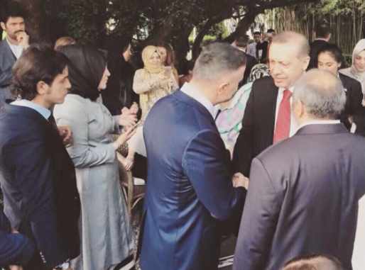 Sedat Peker (sideways in the blue suit) meets with Turkish president Erdogan.